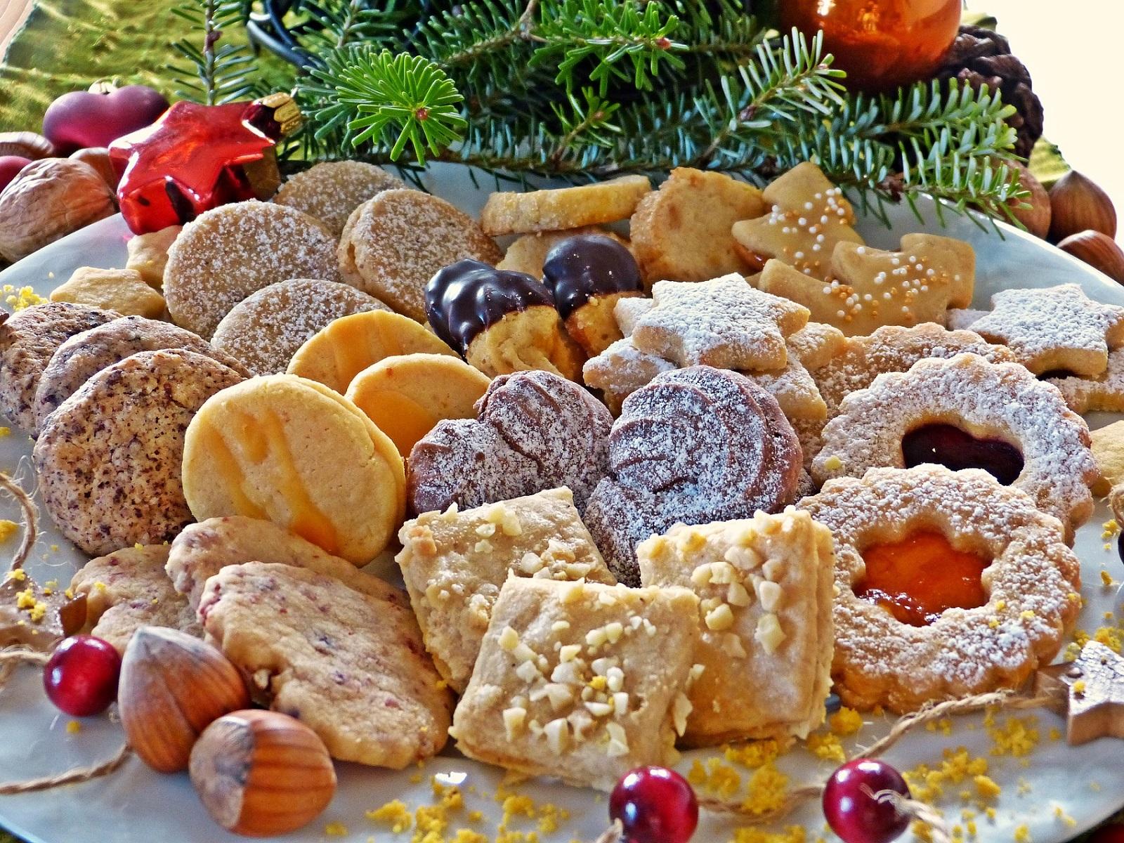 Talíř vánočního cukroví
