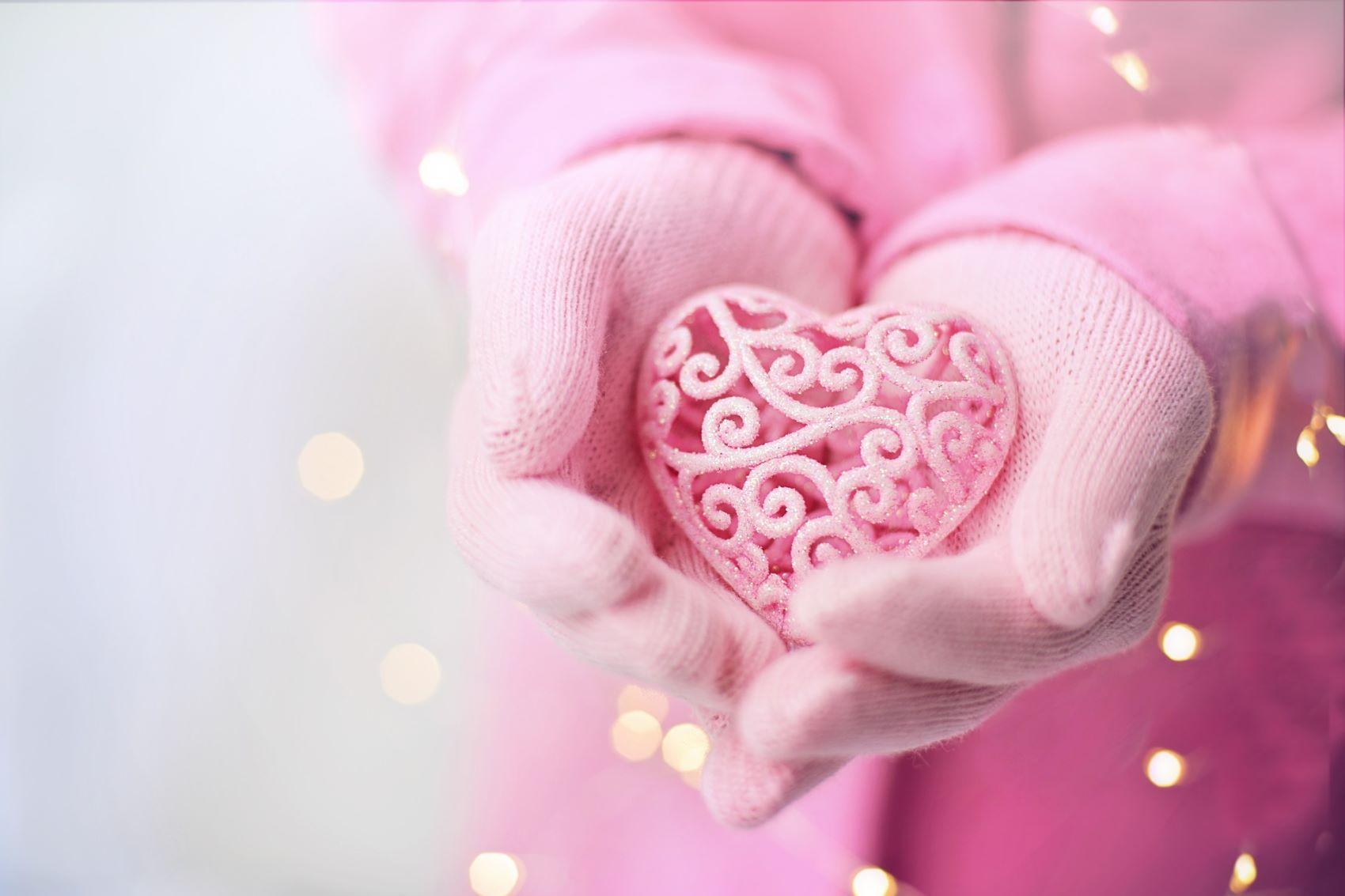 Valentýn - držící srdce