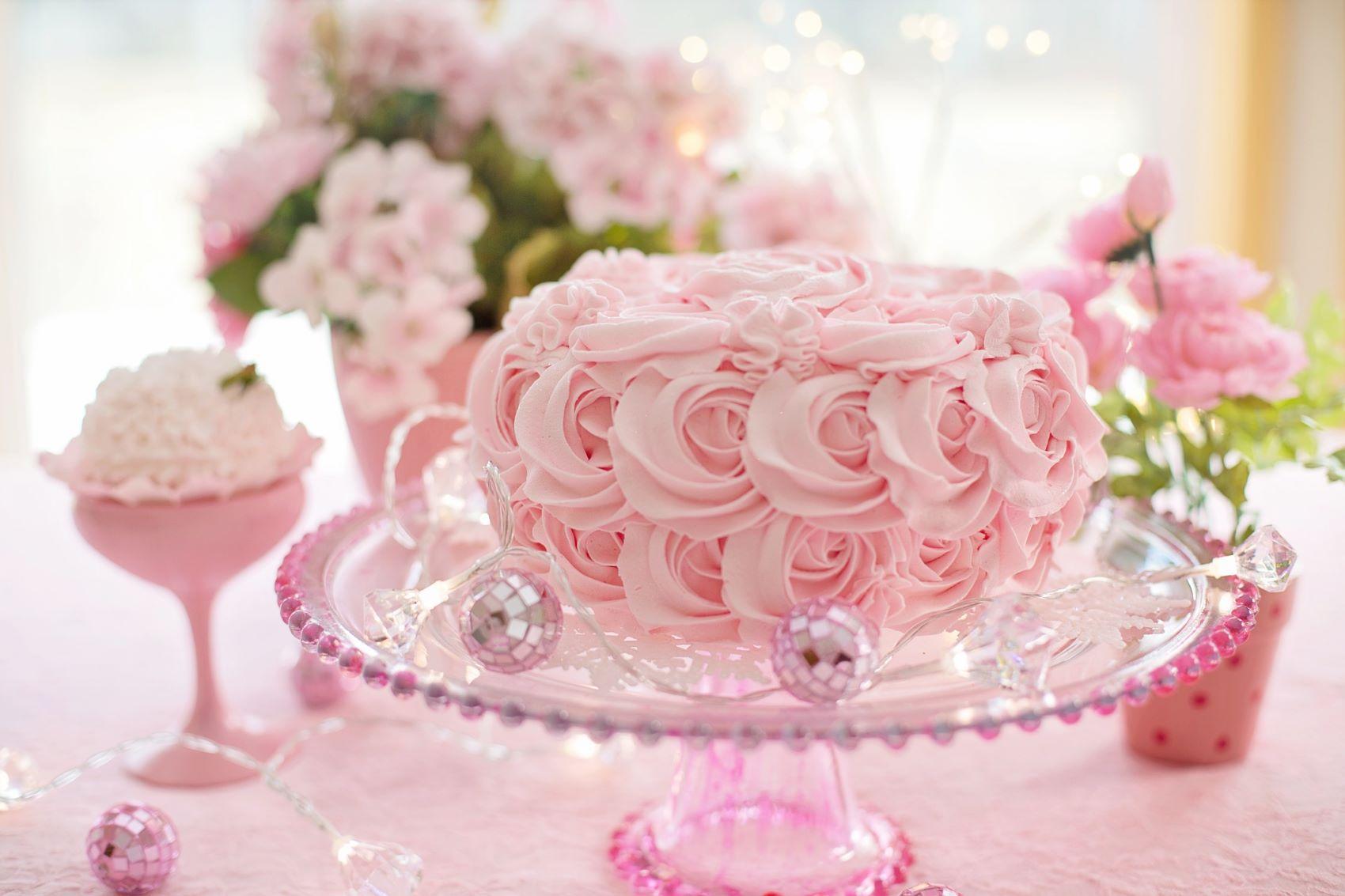 Valentýn - dort s růžemi krémový