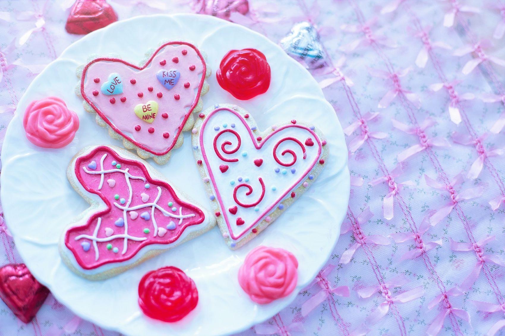 Valentýn - zdoebné perníkové srdce na talíři