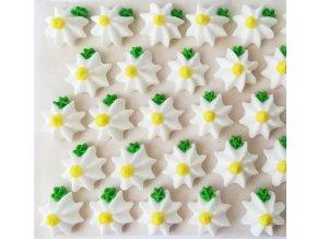 bílé květinky se žl. středem
