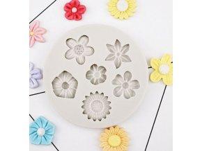 malé květinky kruh