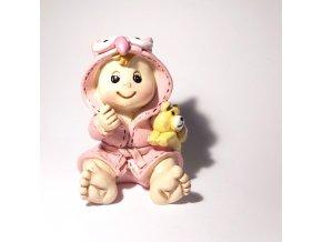 Dítě v župánku: holčička s medvídkem