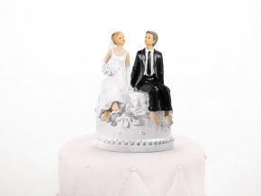 Svatební figurka - Sedící pár na podstavci