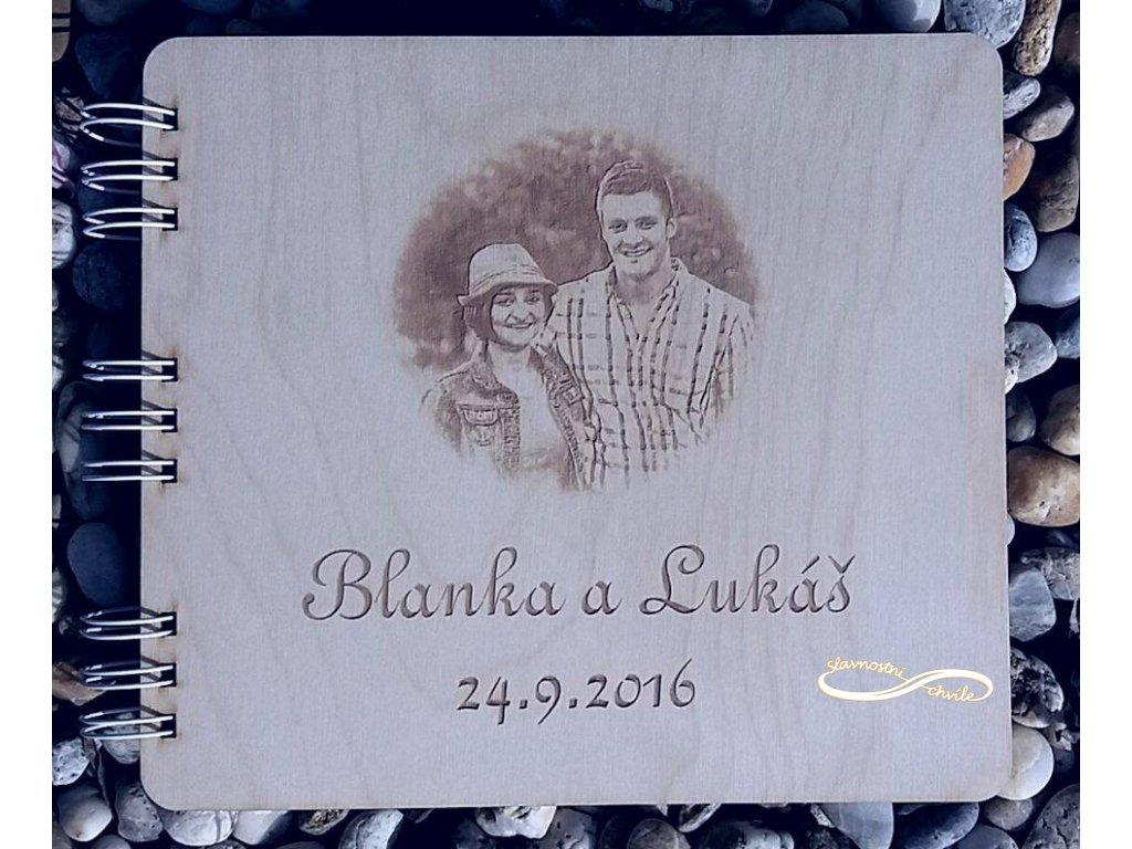 Svatební kniha s fotografí