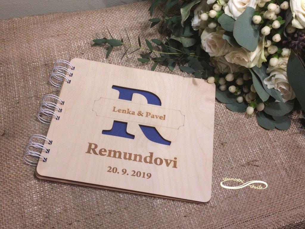 Kniha svatebčanů s iniciálou z příjmení