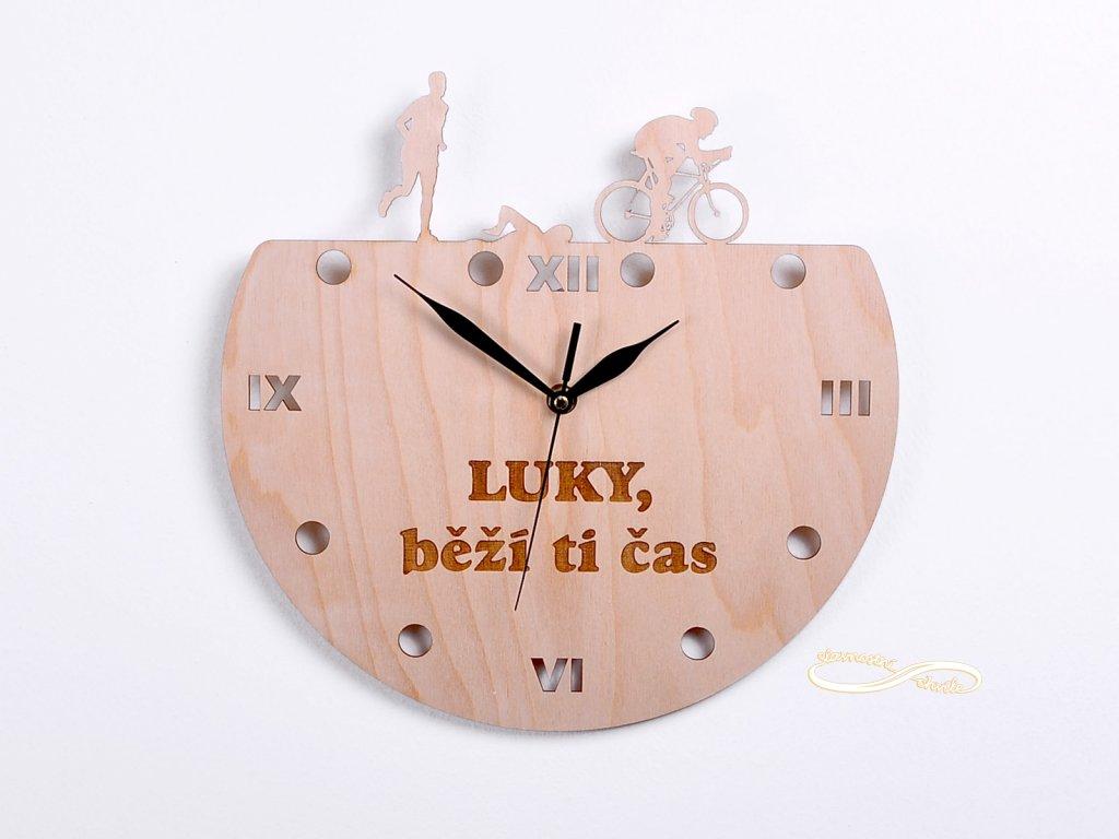 dřevěné nástěnné hodiny pro sportovce
