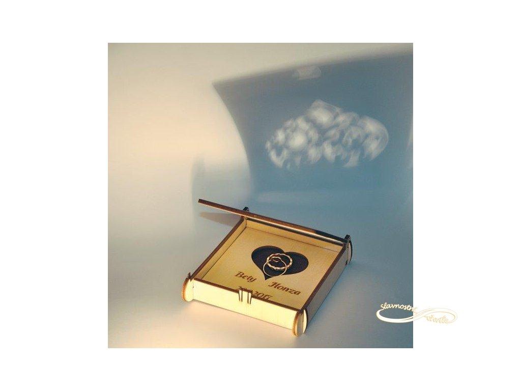 Dřevěná krabička na snubní prstýnky