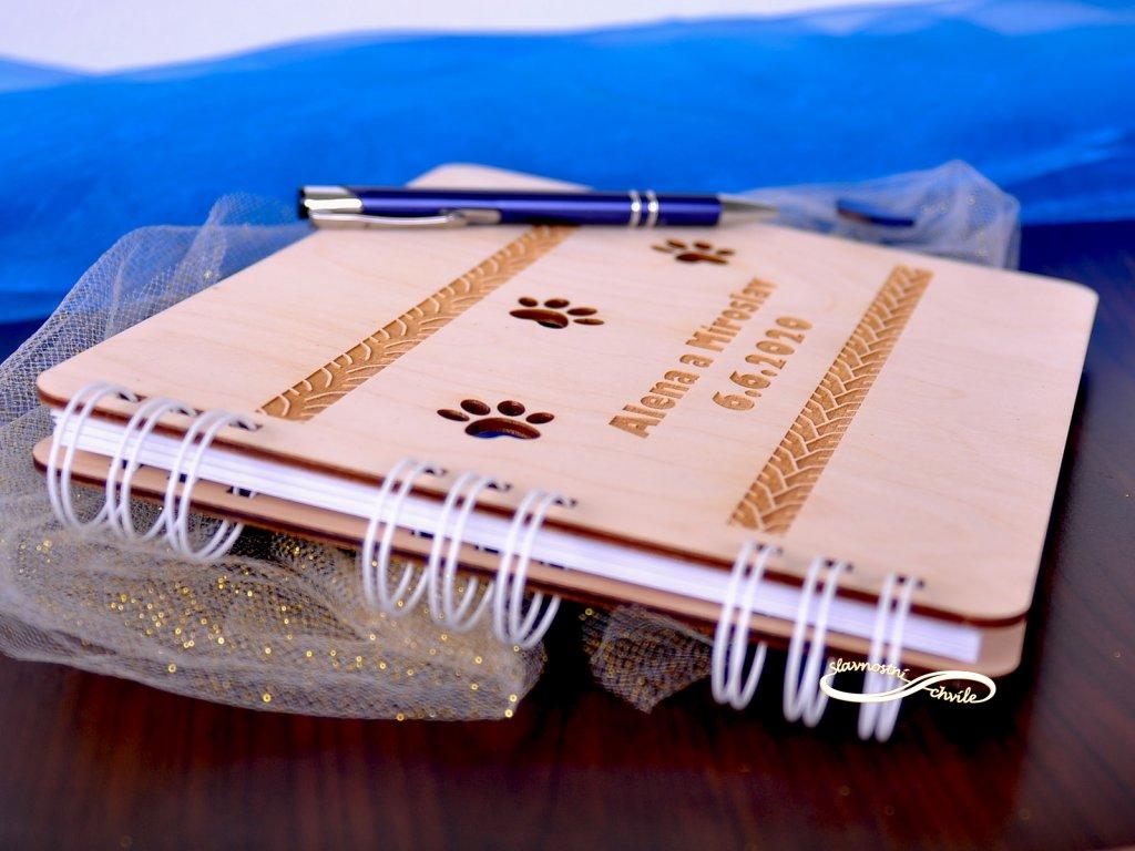 Originální luxusní dřevěná kniha hostů s gravurou - Kočičí tlapky