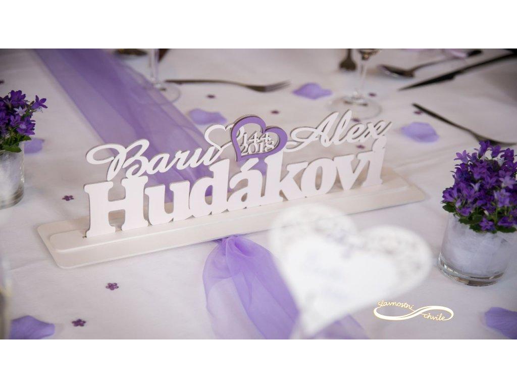 dřevěná jména na svatbu