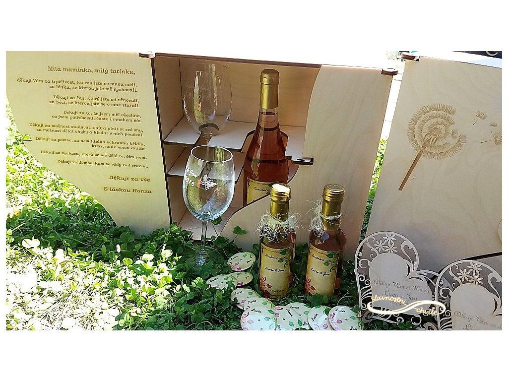 Dřevěná dárková kazeta na víno a skleničky s motivem pampelišky