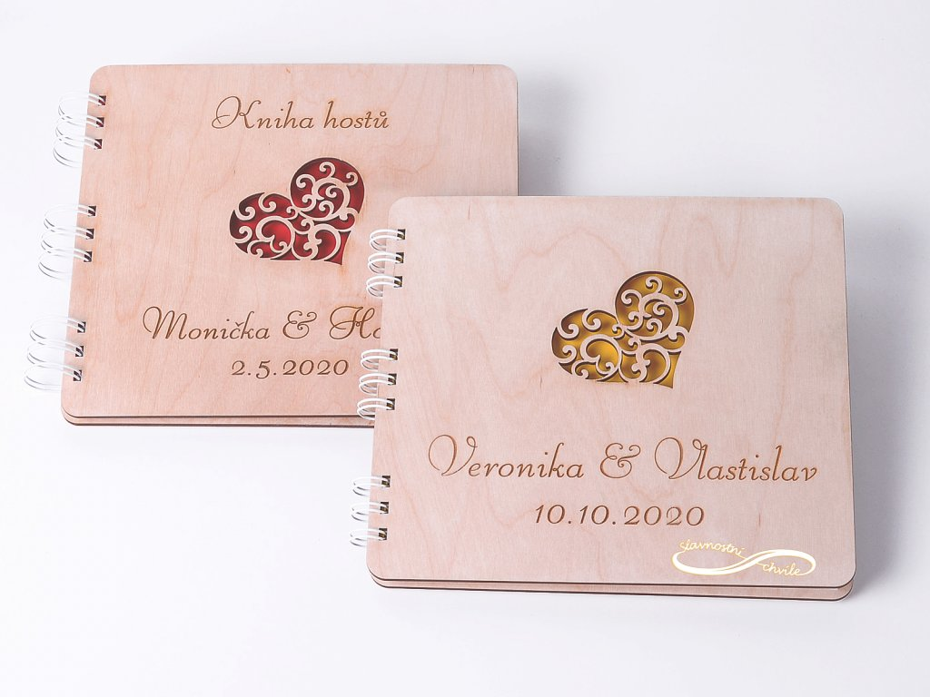 Dřevěná svatební kniha hostů srdíčková - s gravurou