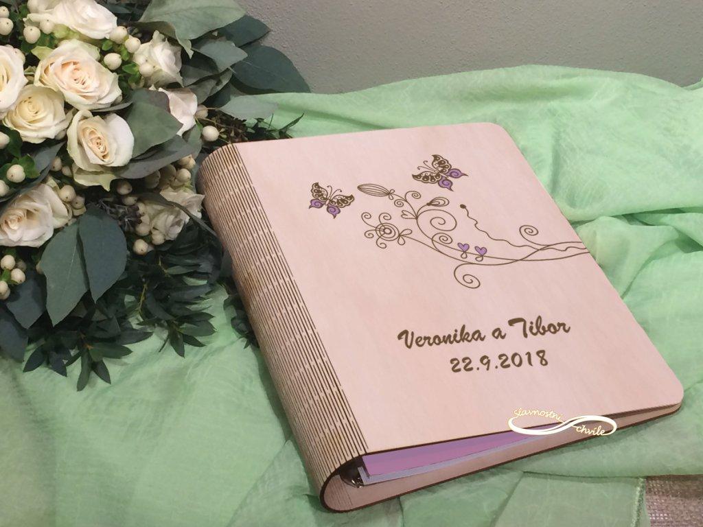 Dřevěné fotoalbum s motýlky