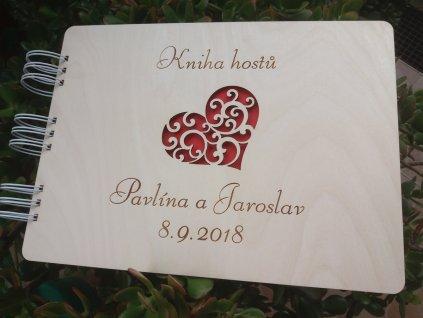 Svatební kniha hostů je krásnou alternativou svatebního stromu