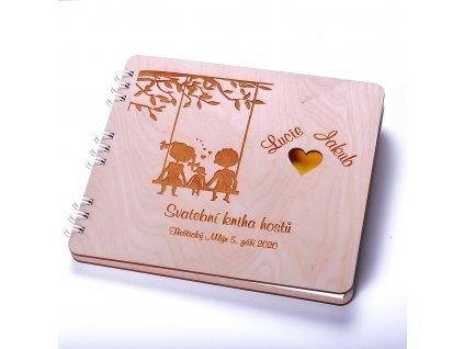 Dřevěná svatební kniha hostů - Láska na houpačce
