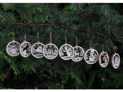 Sada vánočních ozdob s 3D efektem v dřevěném svícnu