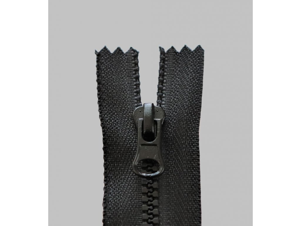 Zip kostěný 3mm 18cm