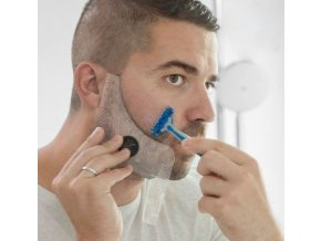 Šablona na holení s hřebenem na vousy