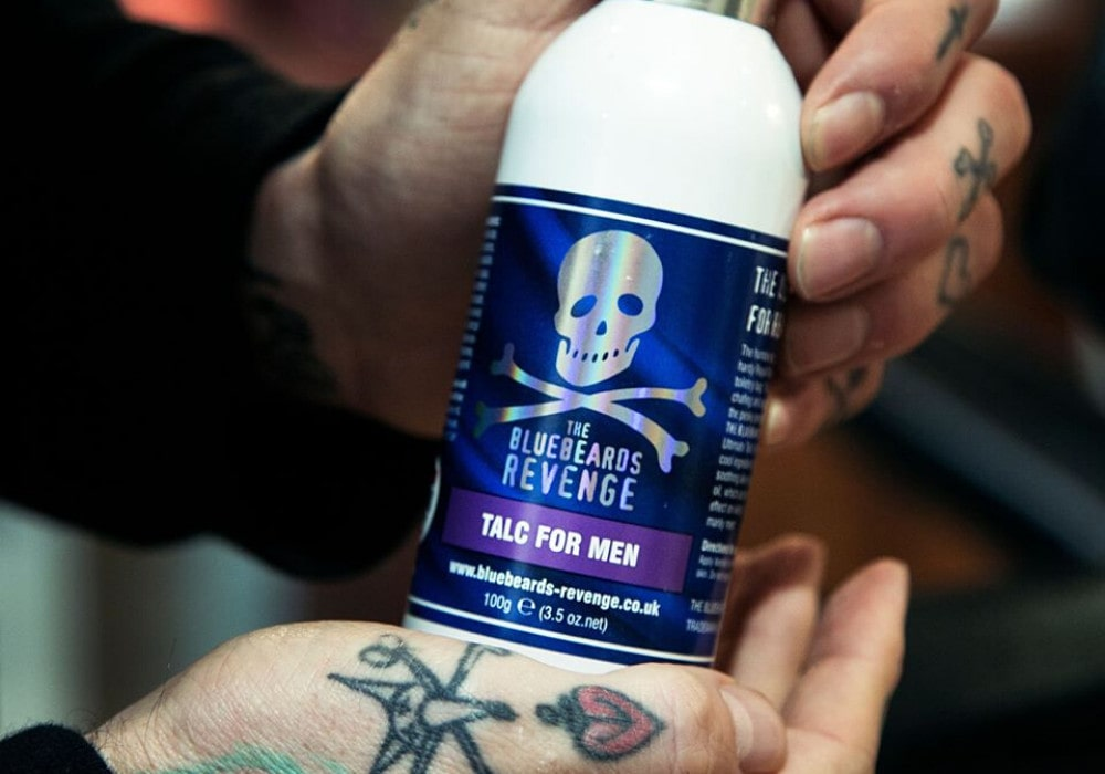 the_bluebeards_revenge_talc_for_men_telovy_pudr_slickstyle_cz_desc-min