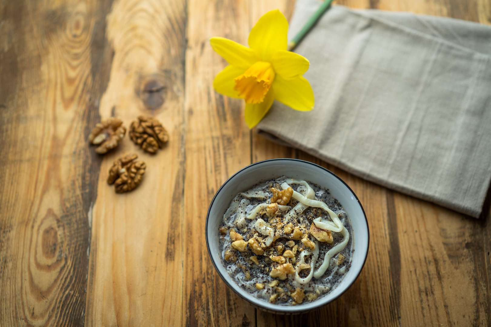 Fettuccine s makovou omáčkou a vlašskými ořechy