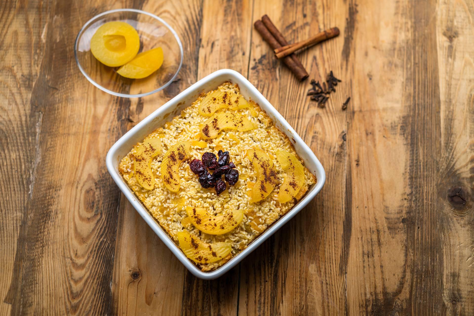Marhuľový ryžový nákyp s brusnicami a škoricou