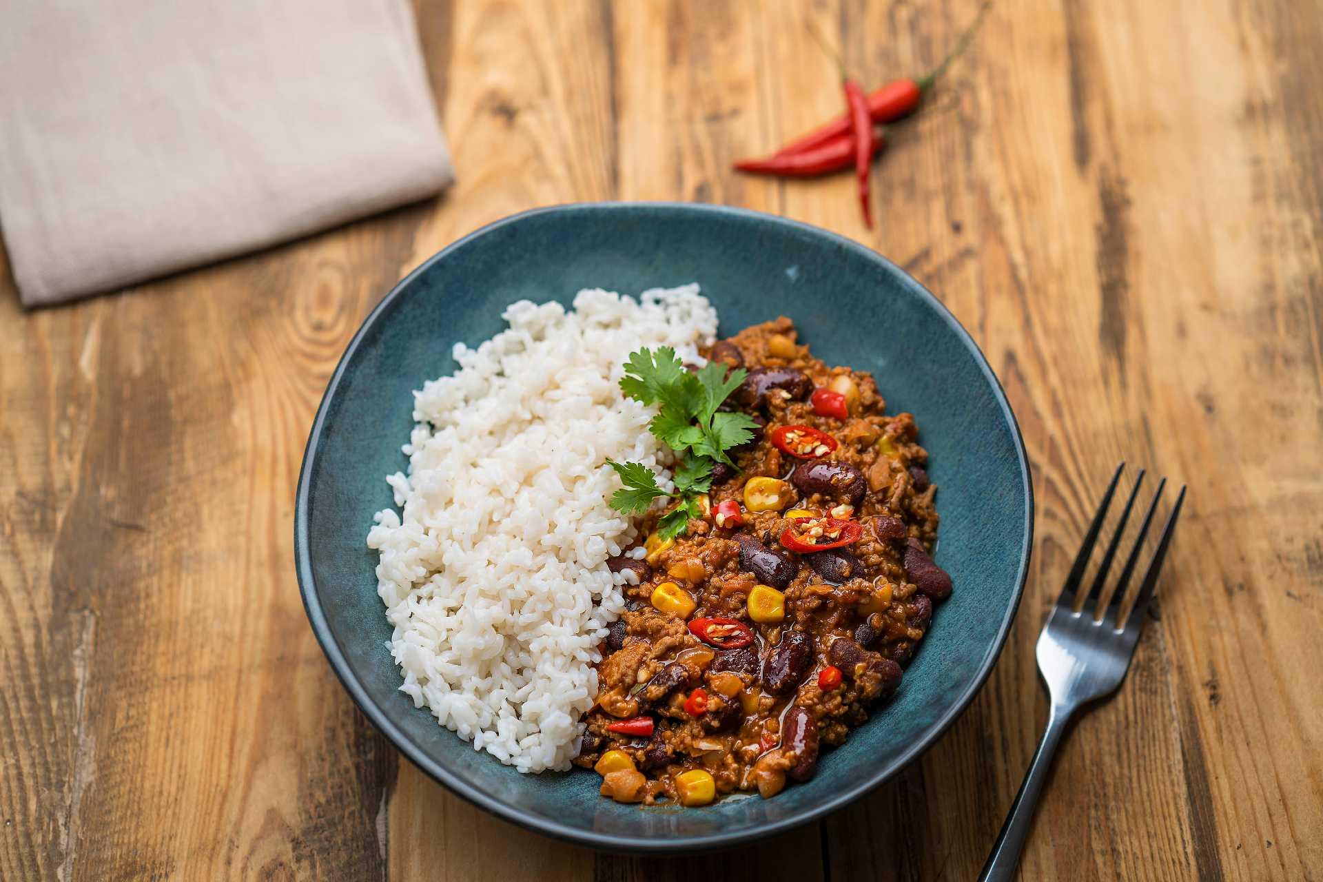 Gurmánské chilli con carne s nízkokalorickou ryžou a horkou čokoládou