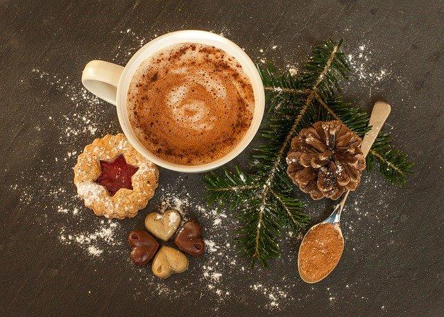 Spríjemnite si prípravy na Vianoce horúcou čokoládou s vanilkou a škoricou