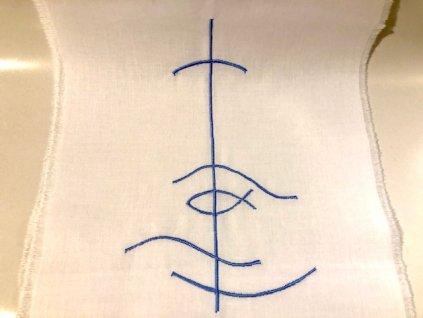 698 krestni rouska vysivana modra rybka