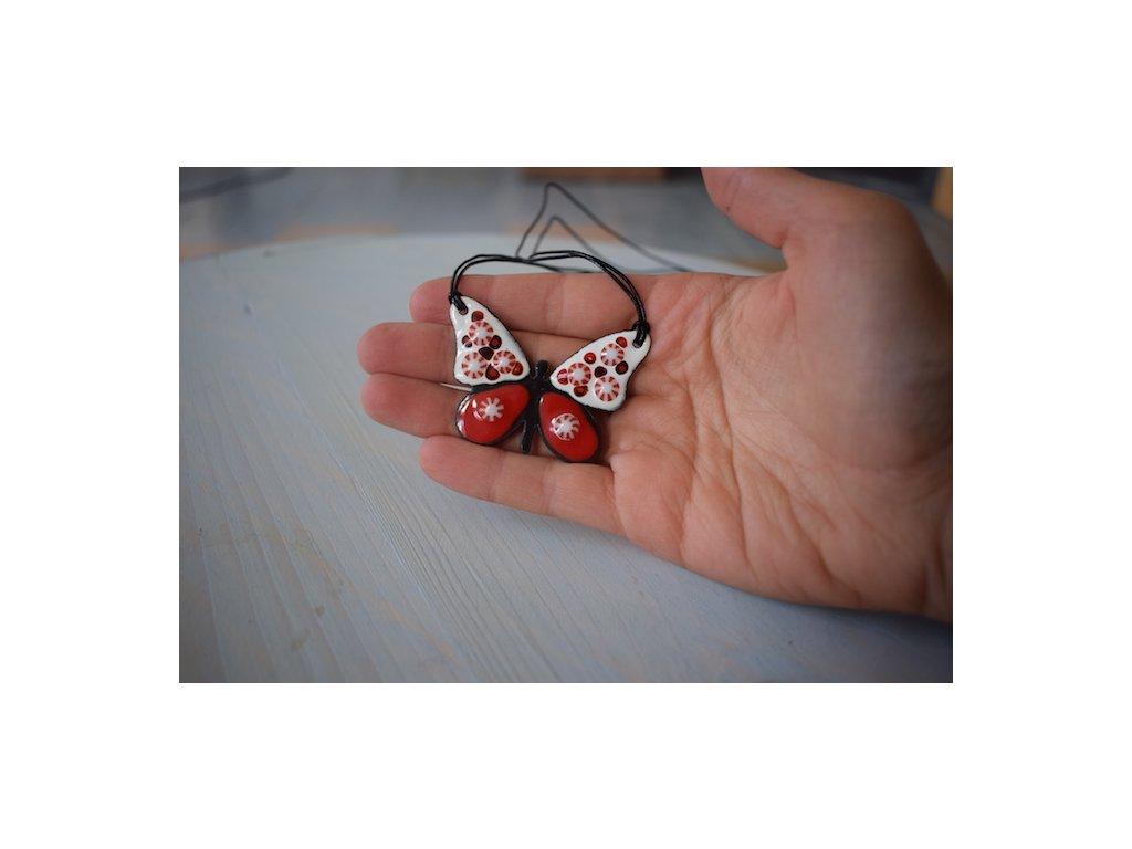 Náhrdleník - motýl
