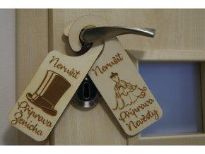 Dřevěné visačky na dveře