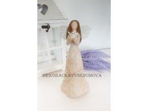 Anděl hnědý s holubicí a kovovými křídly imitujícími listy