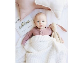 Pletená novorozenecká deka bílá