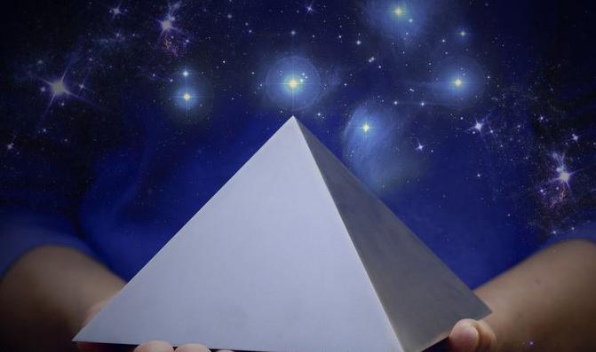 Titanova-pyramida-web