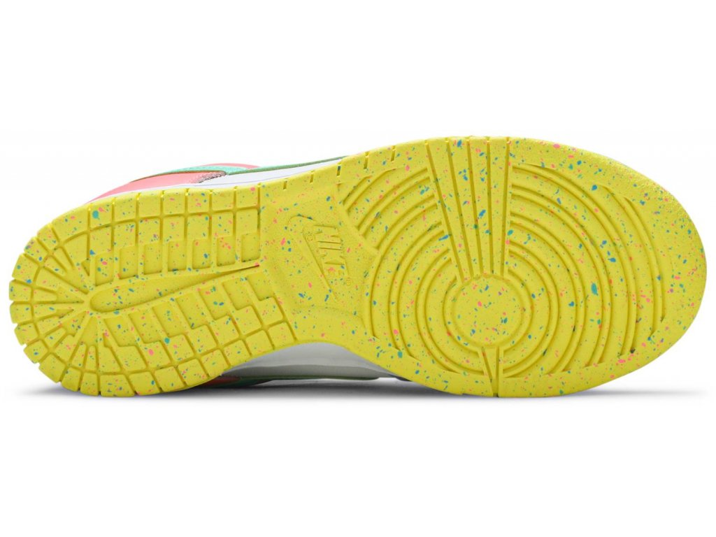 Nike Dunk Low SE Easter (W)