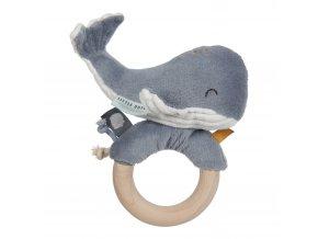 4813 Chrastící velryba na dřev.kroužku blue
