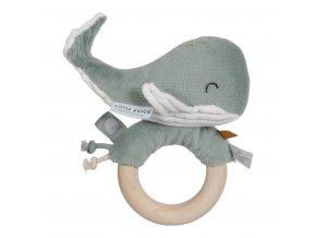 4814 Chrastící velryba na dřev.kroužku mint