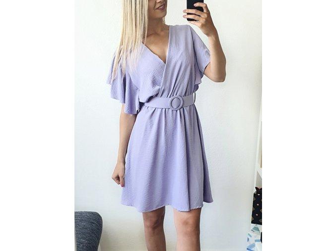 Fialové elegantné šaty nad kolená s opaskom
