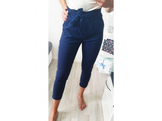 damske trojstvrtove elegantne tmavo modre nohavice s maslickou