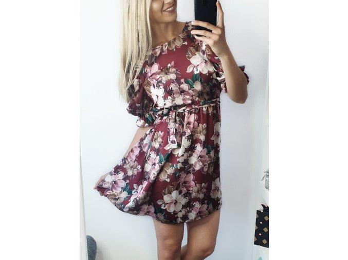 Elegantné bordové kvetinkové šaty s rukávmi