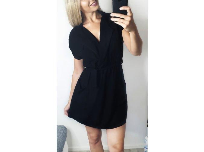 Čierne šaty bez rukávov