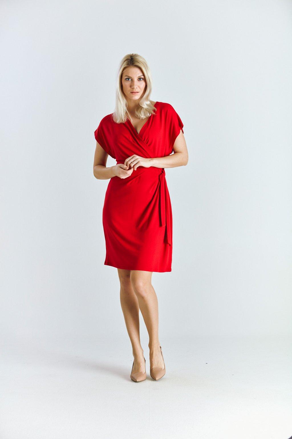 Dámské šaty se sklady červené
