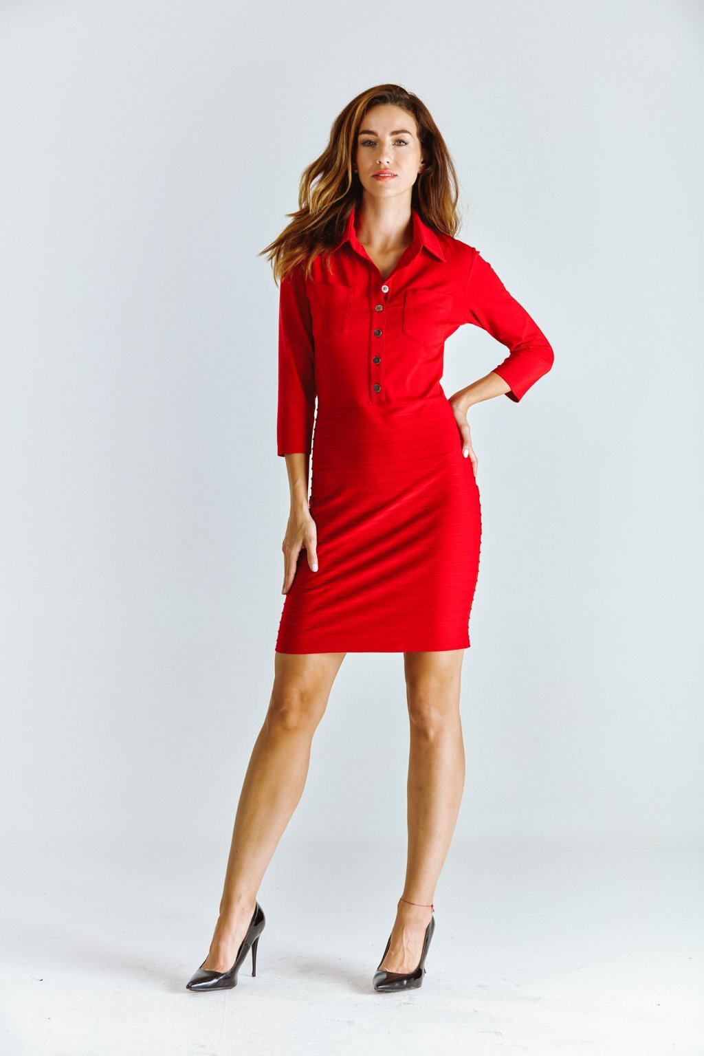 červené dámské šaty košilové