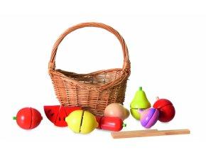 Dřevěný set ovoce a zeleniny v košíku