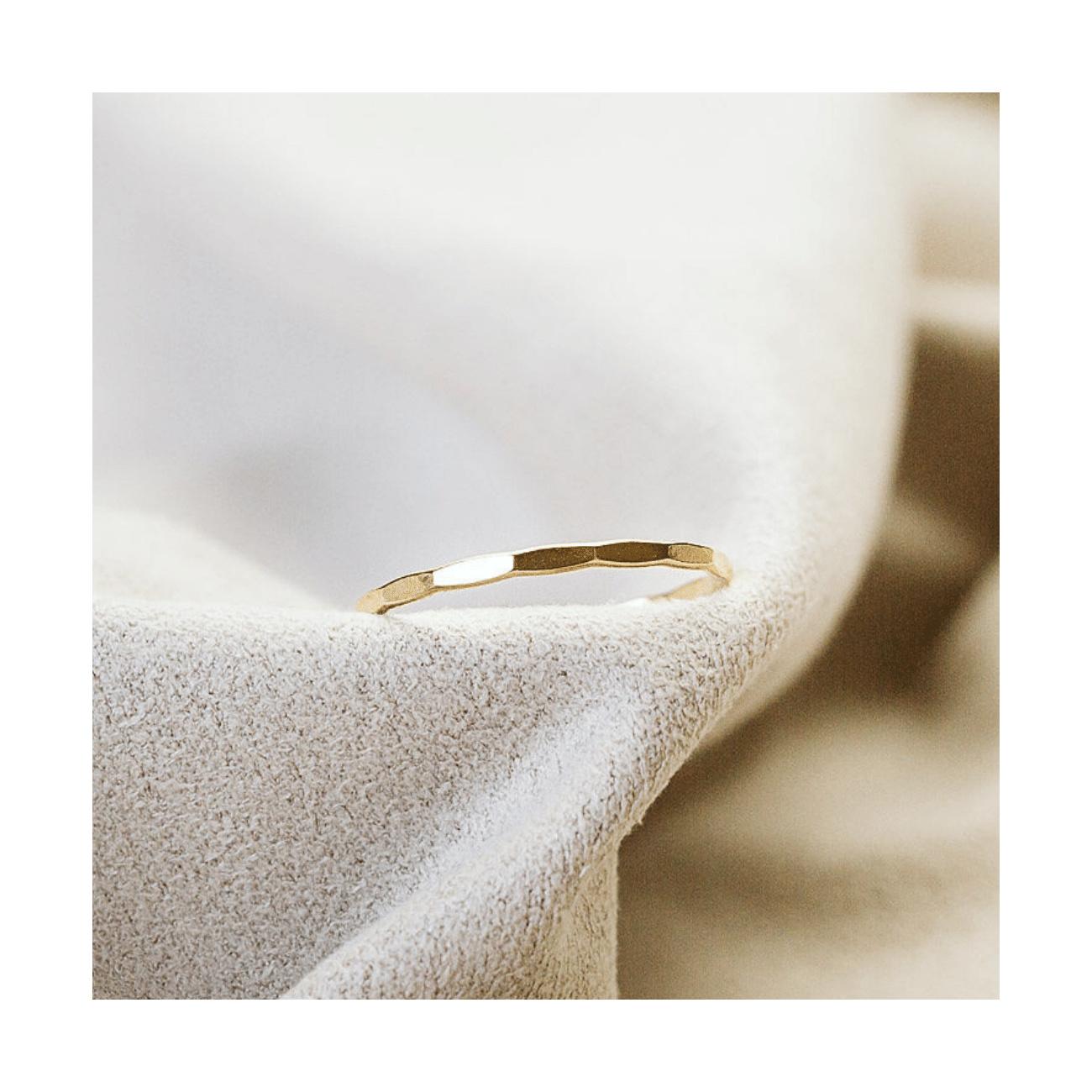 Opracovaný prstýnek Gold