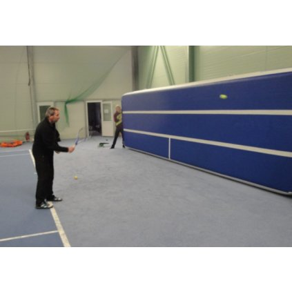 Katalog 2016 Mobilní tenisová stěna - nafukovací žíněnka - rozměry 6 x 1,8 x 0,15 m