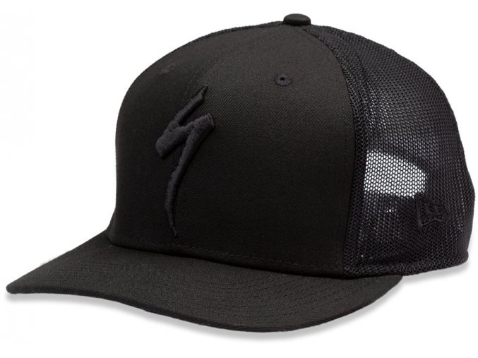 64820 230 APP NEW ERA TRUCKER HAT S LOGO BLK OSFA PLP HERO