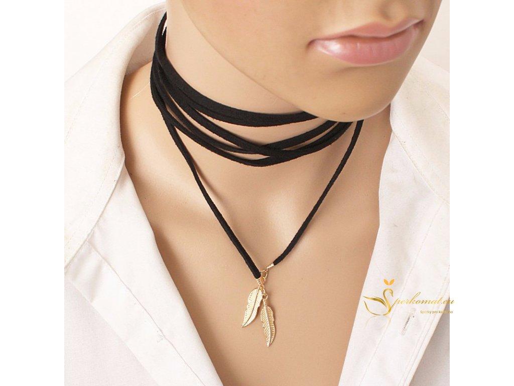 černá kožená šňůrka s koncovkou ve tvaru ptačího pírka