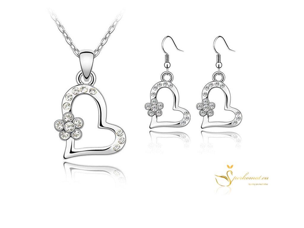 set náhrdelníku a náušnic ve tvaru stříbrného srdce s květem uvnitř