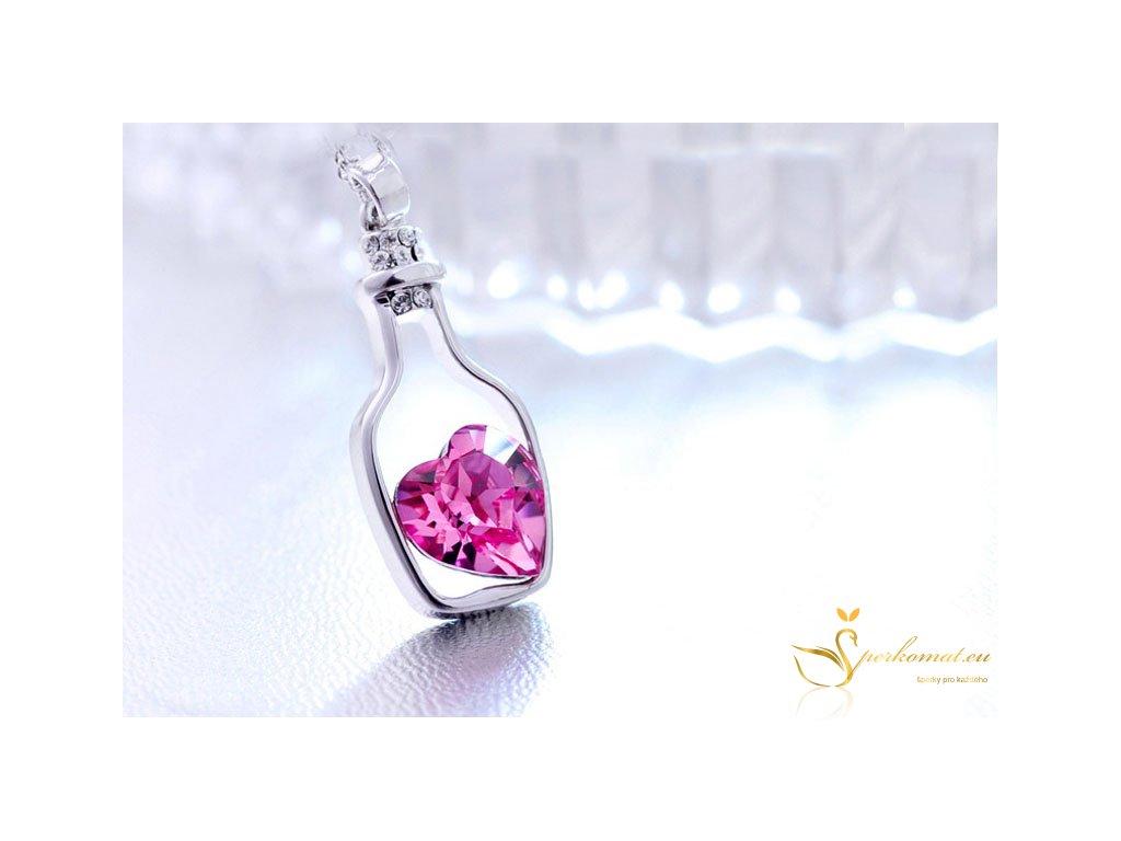 Náhrdelník ve tvaru lahvičky s fialovým kamínkem ve tvaru srdce uvnitř.