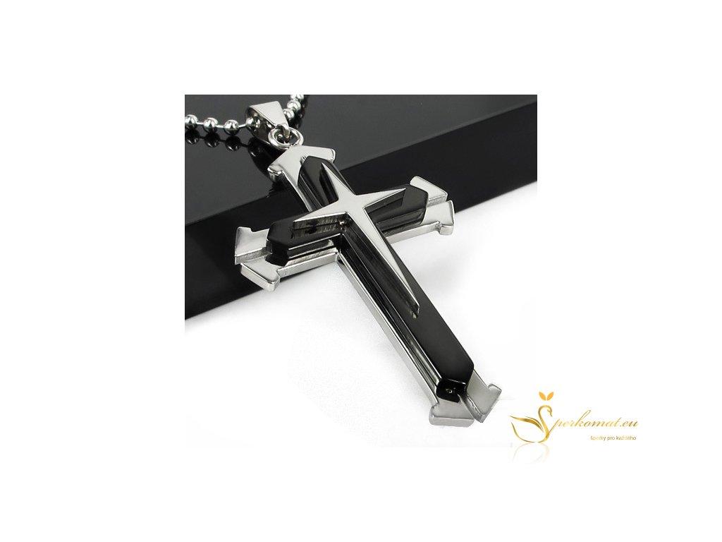 Náhrdekník s přívěškem ve tvaru kříže. Černo stříbrný